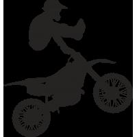 Мотоциклист в полете на мотоцикле