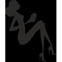 Девушка с книжкой