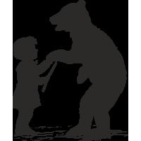 Девушка с ведмедем